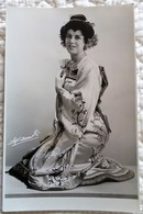 PHOTOGRAPHIE DE PRESSE OPERA Yvonne Ysaye Soprano Lyrique Mme Butterfly - Studio Photo - Famous People