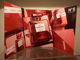 """CHANEL """" N°5 Rouge """" Noël 2018   Carte D'invitation 3 Volets - Cartes Parfumées"""