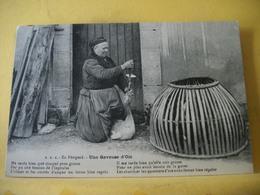 T2 5527 CPA ORIGINALE 1923 - 24 EN PERIGORD. UNE GAVEUSE D'OIE - POEME EN PATOIS - TRES GROS PLAN - Elevage