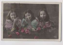 3 FILLETTES - Mains - Bonne Année - Colorisée - Children And Family Groups