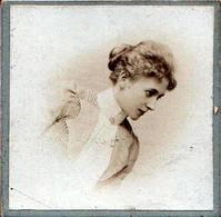Rare Petit CDV & Tirage Photo Albuminé Carré Collé Sur Carton Portrait De Femme élégante Vers 1980/1900 - Anonieme Personen