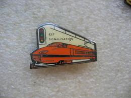 Pin's TGV De Couleur Orange: Est Signalisation - TGV