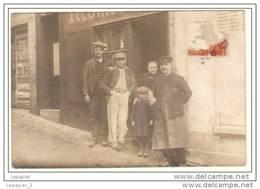 89 JOIGNY Personnages Devant Un Restaurant Carte Photo Format CPA - Joigny