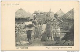 HAUTE GUINEE Colonies Françaises Pilage Des Grains Pour Le Cous-couss ( Seins Nus ) CPA - Frans Guinee