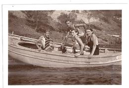 FABREGAS - DEUX COUPLES EN MAILLOT DE BAIN UNE PIECE DANS UNE BARQUE 1933.34 - Places