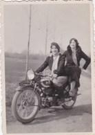 Photographie Originale - 2 Femmes Sur Moto De Marque Terrot - Motocyclette - Photos