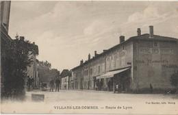 VILLARS LES DOMBES - Route De Lyon - Hotel Des Dombes - Personnages. Carte Envoyée De La Gendarmerie Par J. Destaing. - Villars-les-Dombes
