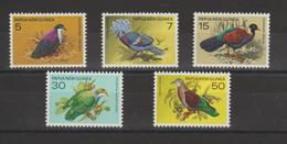 Papouasie Nlle Guinée 1977 Oiseaux 323-27 5 Val** MNH - Papouasie-Nouvelle-Guinée