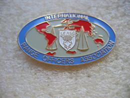 Pin's à Double Attache,  International Range Officiers Association (Association Internationale Des Officiers De Tir) - Tir à L'Arc
