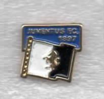 Bandierina Soccer Pins Juve Gagliardetto Torino è Solo BiancoNera Calcio Football Juventus FC 1897 - Calcio