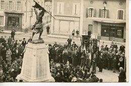 196. DORDOGNE 24 LA-ROCHE-CHALAIS. PHOTO ORIGINALE FORMAT CPA CEREMONIE AU MONUMENT AUX MORTS DU 11 NOVEMBRE 1944 - France