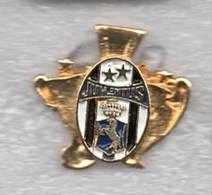 CAMPIONI Soccer Pins Torino Juve Un Mito Una Fede Calcio Football Bianconero Juventus - Calcio