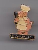 Pin's  La Porcherie Cochon Habillé En Cuisinier Réf 6041 - Animaux