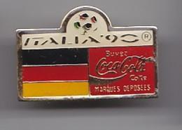 Pin's Buvez  Coca Cola Coke Marques Déposées Italia 90 Réf 4952 - Coca-Cola