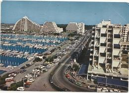 CPM . LA GRANDE-MOTTE . AVENUE DU PORT VUE DE L'HOTEL FRANTEL . AFFR AU VERSO LE 5-9-1980 . 2 SCANES - Frankreich