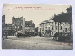 CHERBOURG - Place De La République Et Hôtel De Ville - Cherbourg