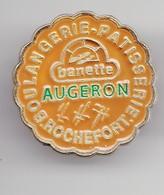 Pin's Boulangerie Patisserie Augeron  Rochefort En Charente Maritime Dpt 17 Réf 2730 - Villes