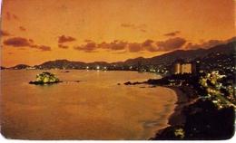 Un Precioso Atardecer En La Bahia De Acapulco - Mexico - Formato Piccolo Viaggiata – E 9 - Messico