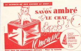 BU 1547 -/  BUVARD   SAVON AMBRE  LE CHAT - Parfums & Beauté