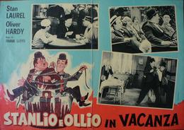 FOTOBUSTA STANLIO E OLLIO IN VACANZA - Manifesti & Poster