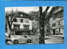 Saint Martin En Vercors-gros Plans Des Hotels Sur La Place+*dyna Panhard PL17 Garée - France
