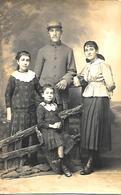 CPA-PHOTO-1920-SOLDAT Du 74e RI-avec Sa Famille -Ft 09x14 Cm-TBE - Guerre, Militaire