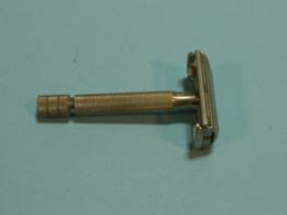 Razoir Safety Razor- Mecanique, ,VINTAGE C.1940's GILLETTE ENGLAND ARISTOCRAT TWIST SAFETY RAZOR PAT.430 030 - Accessoires