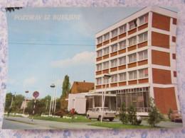 Bosnia Hercegovina - Rep. Srpska - Unused Postcard - Bijeljina - Building - Car - Bosnie-Herzegovine