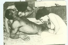 PHOTO  NOIRE-BLANC  EROTIQUE FEMININ  NU NUDE PORNO DES ANNEES '70 Dim.:8.80cmX12.50cm - Bellezza Femminile Di Una Volta < 1941-1960