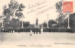 Inde Française - Divers / 51 - Pondichery - Une Revue Sur La Place Dupleix - India