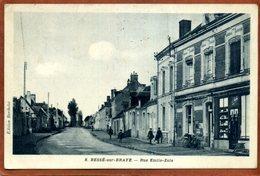 72   CPA De BESSE-SU-BRAYE     Rue Emile Zola     Joli Plan    1937    Très Bon état - Autres Communes