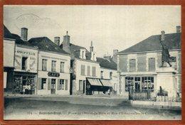 72  CPA De BESSE-SU-BRAYE  Place De L'Hôtel De Ville Et  Rue D'Estournelles De Constant   Animation  1939 Très Bon état - Autres Communes