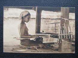 AK Indonesia Java Vrouw Aan Het Sarongweven Ca.1910 ////  D*36132 - Indonesien