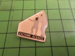 611c Pin's Pins /  Rare & De Belle Qualité : THEME SPORTS / ESCRIME ALSACE - Rugby