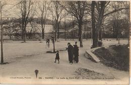 44 - NANTES - LA ROUTE DU PETIT PORT - AU FOND, L'ORPHELINAT DE BÉTHLÉEM - Nantes