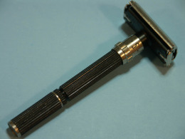 Razoir Razor- Mecanique, Ajustable 9 Position, Gillette USA,  Like  Black Beauty, But Under Blade In Plastic, Y4 1978 - Accessoires