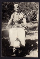 VESPA - SOLDIER With RIFLE - PARTISAN SCOOTER MOTORBIKE - PHOTO 12 X 8 Cm (not Postcard) (see Sales Conditions) - Motos