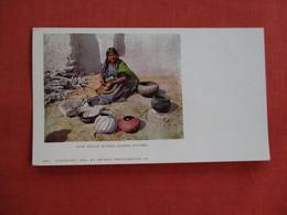 Private Mailing Card-- Moki Indian Women Making Pottery  Detroit Publisher     Ref 3111 - Indiens De L'Amerique Du Nord
