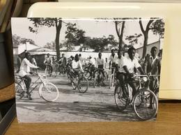 Photo Zaïre Katanga. Rallye Cyclistes 1957 Photo-service PP. Blancs - Afrique