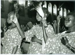 Photo Zaïre Chorale  à L'église Essebi, Bunia Congo 1988 Photo-service PP. Blancs - Afrique