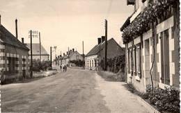 CPSM Petit Format : Gièvres , Rue De La Poste - Autres Communes