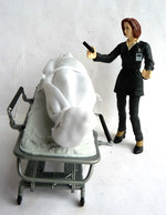 FIGURINES X FILES SCULLY ET MONSTRE SUR TABLE D'OPERATION MAC FARLANE TOYS 1998 - Figurines