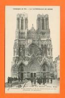 CPA FRANCE 51  ~  REIMS  ~  64  La Cathédrale Au Lendemain De Son Incendie Et De Son Bombardement  ( J. Matot )  Animée - Reims