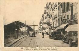 - Loire Atlantique -ref-B908- Nantes - Entree Du Quai De La Fosse - Gare De La Bourse - Gares - Voitures - Magasins - - Nantes