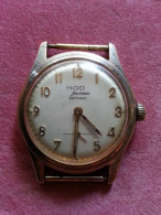 Montre Mécanique Fabrication Marque MOD JEUNESSE ANTICHOC Boitier Métal Dia 34 Mm Chiffre Arabe Doré Pièce D'origine - Watches: Old