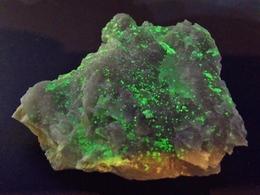 Meta - Autunite On Quartz ( 4 X 4 Cm) -  Assunção Mine -  Aldeia Nova, Ferreira De Aves, Sátão - Portugal - Minéraux