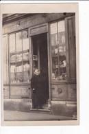 Carte Photo - Boutique De Jouets Et Sa Patronne Mathide - Photographie