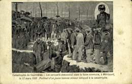 62 COURRIERES LES CERCUEILS DESCENDUS DANS LA FOSSE COMMUNE / A 318 - France