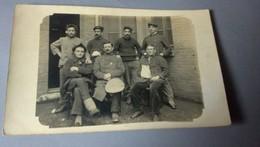 Carte Postale Ancienne - à Identifier - Groupe De Militaires Au Repos - Cartes Postales