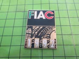 810G Pin's Pins / Rare & De Belle Qualité : THEME AUTRES / ART CONTEMPORAIN 1992 FIAC - Badges